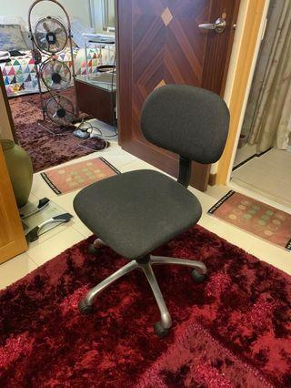 🚚 Moving out sale - Table & Chair Only