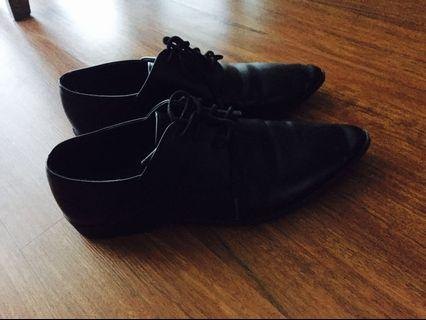 Oxford pointed shoe