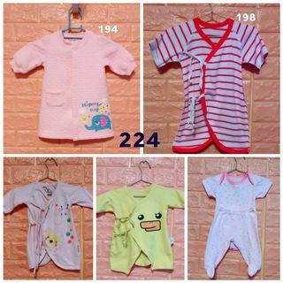 二手福袋小寶寶衣服五件以上隨機送小玩具乙個