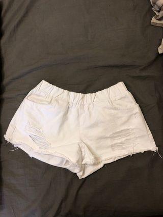 白 破損 短褲 熱褲
