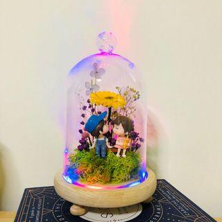 INSTOCK 🌼 Preserved Gerbera Daisy with Couple Figurine in LED Glass Dome