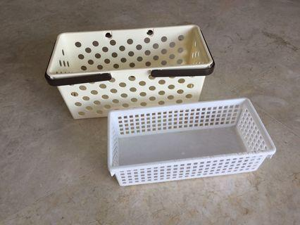 2 Plastic Trays / Baskets
