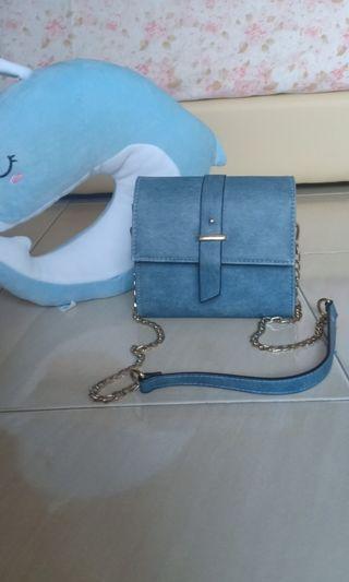 Voir sling bag
