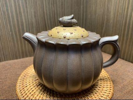 🚚 壺風茶道~A158《 宜興紫砂 早期紫泥 蜂菊壺》~古董、茶壺、普洱茶、紫砂壺、家用茶具禮品