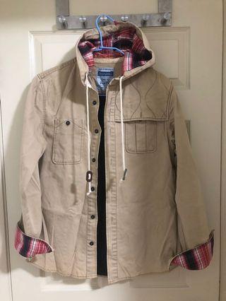 🚚 設計特別,穿起來很挺的卡其色休閒襯衫外套