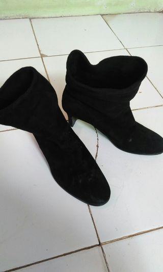 Sepatu boot