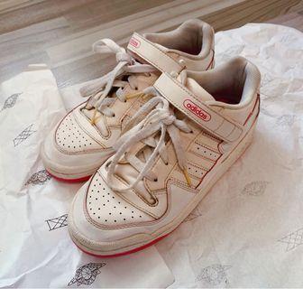 Adidas woman shoe