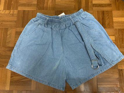 🚚 Denim Shorts with belt