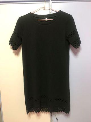 🚚 Black simple shift dress with holes