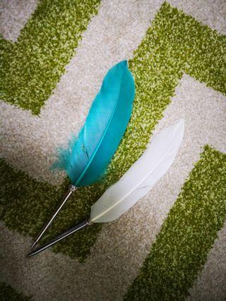 🚚 Feather Pens (only blue one left)
