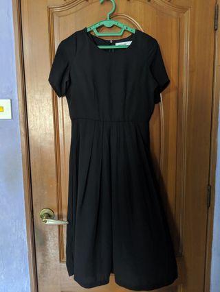 🚚 TEM Black Midi Dress