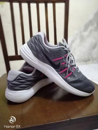 Nike lunarstelos original