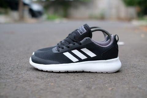 Adidas QT Racer  black white