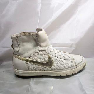 Nike Blazer Womens Like New (RARE 2009)
