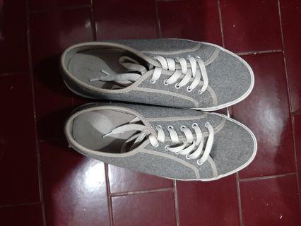 Old Navy Grey Sneakers