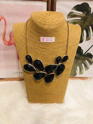 🚚 Statement necklace