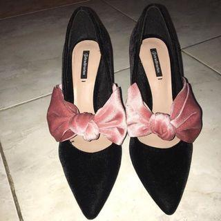 Bow heels Stradivarius