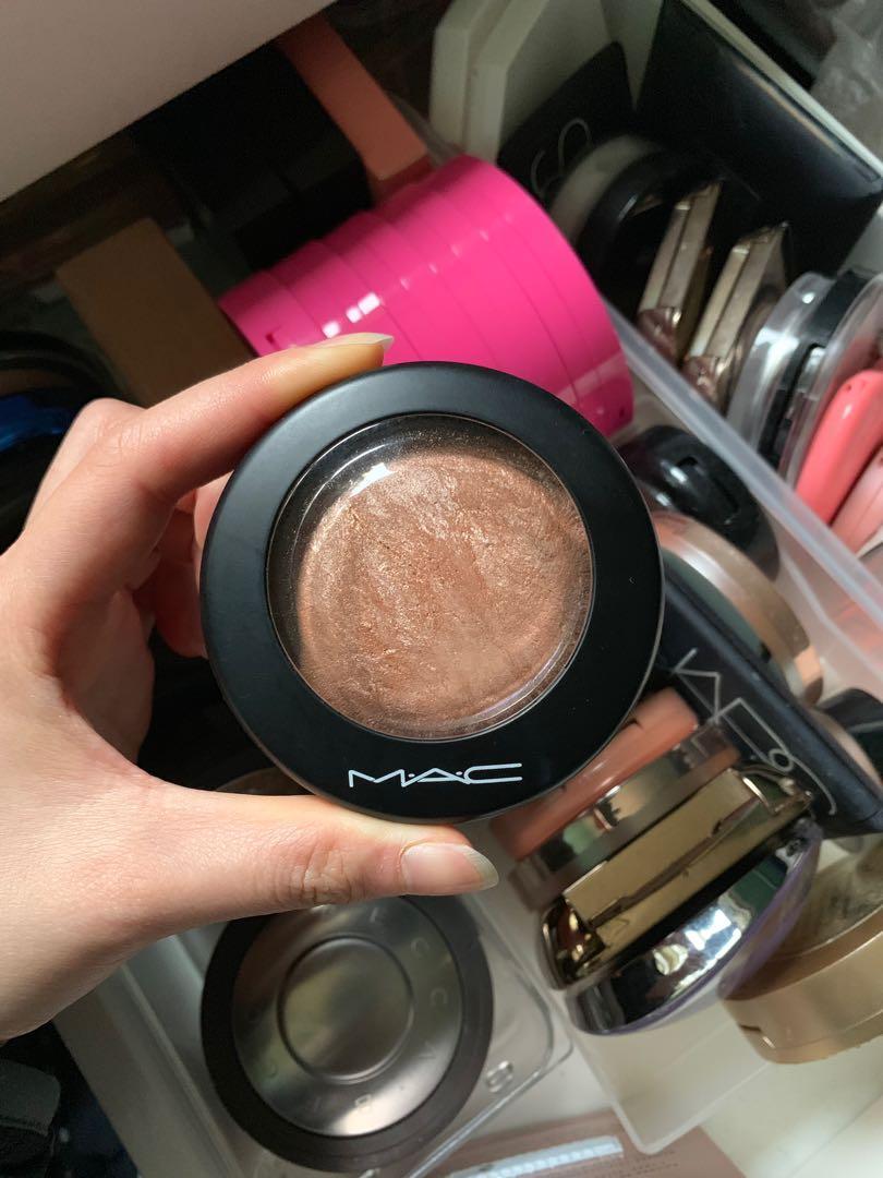 MAC Mineralise Skinfinish Highlighter - Global Glow