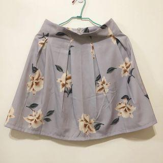 🚚 轉賣 yoco 花朵碎花打折後拉鍊高腰短裙 A字裙 傘狀裙 裙子 東京著衣副牌