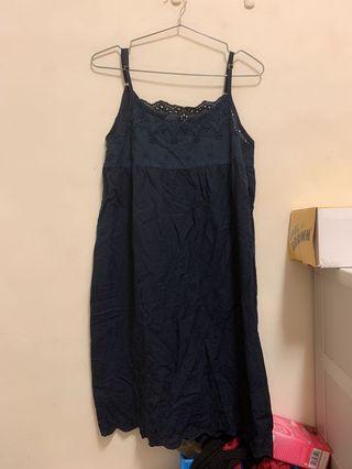 #轉轉香噴噴 洋裝。蕾絲洋裝。睡衣。深藍洋裝。深藍睡衣。內搭洋裝