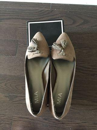 BNIB MIA Tristan Slip Ons Size 6.5