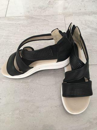 Womens sandals, US Size 8