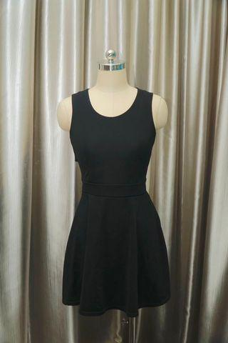🚚 Black Dress with sexy back