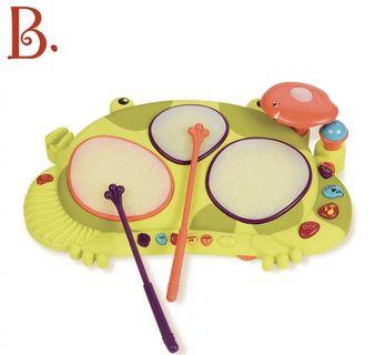 B.toys the frog drums