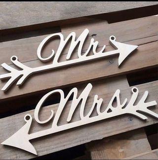 Mr & Mrs Wooden Wedding Arrow Signs