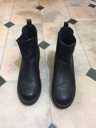 Black boot size 7