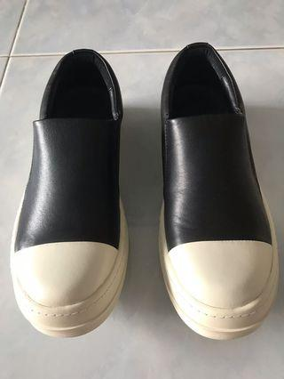 🚚 Slip On Leather Sneakers