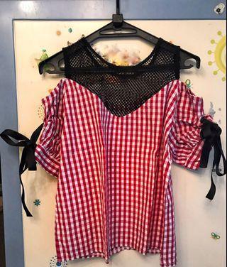 紅白格仔露膊上衣 Red and white checkered off shoulders women's top