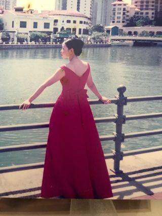 🚚 Red Gown