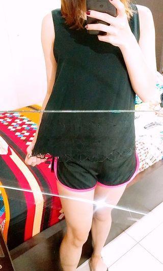 🏡 BLACK FLORAL LACE TOP