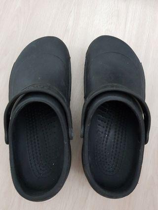 Black crocs M9 W11
