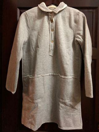 🚚 薇拉和烘焙小熊|灰色厚磅棉超保暖前排釦雙口袋翻領長T/全新