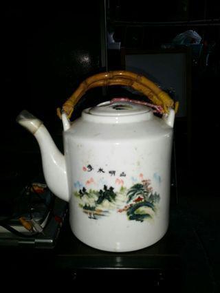 🚚 Tea pot