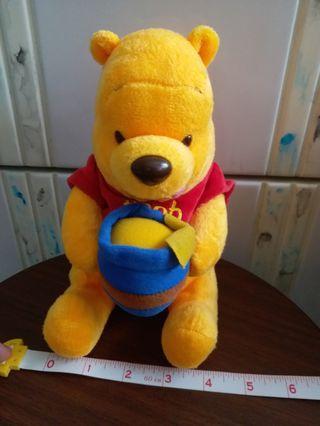 Disney Winnie the pooh (小熊維尼) Celebrating 80 years of adventures 手有磁貼毛公仔