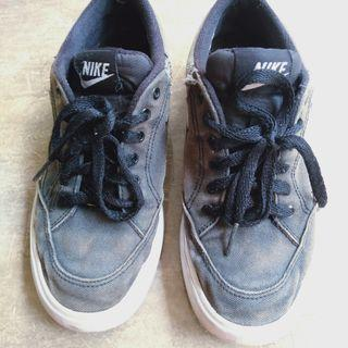 Sepatu Nike Made in Indonesia. Full tag cek✓