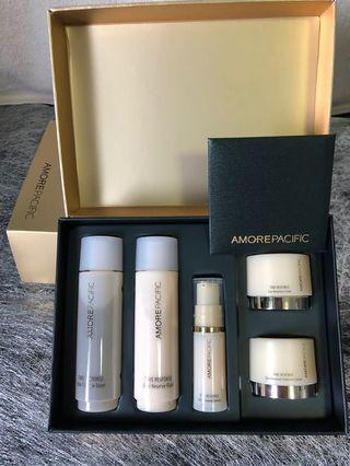Just arrived: AmorePacific Time response experience set