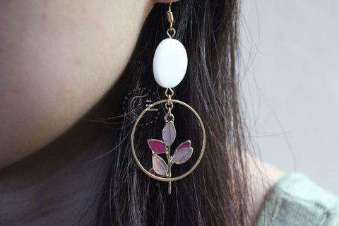 🚚 Two tone leaf earring