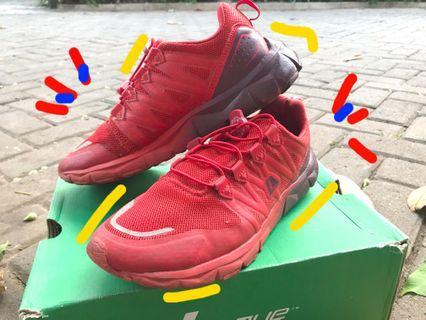 Sepatu League Merah