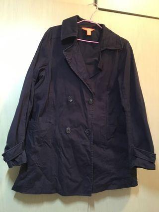 深藍色外套大衣