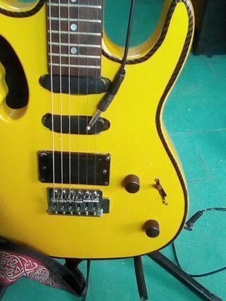 Lead guitar dan speaker amp