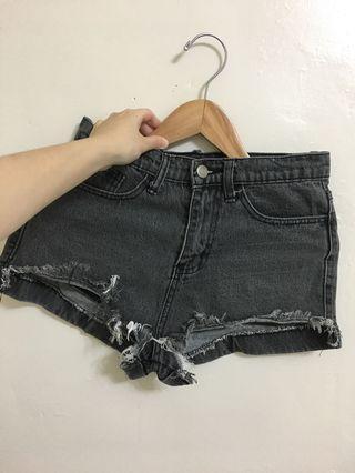 黑丹寧牛仔短褲