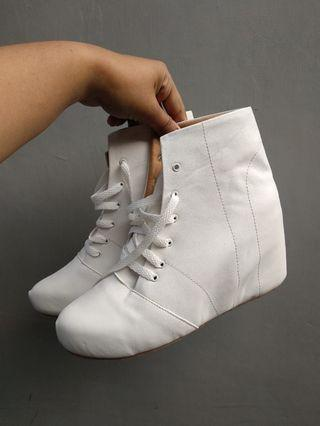Sepatu wesges boots ex event 1x used ready size 37- 42