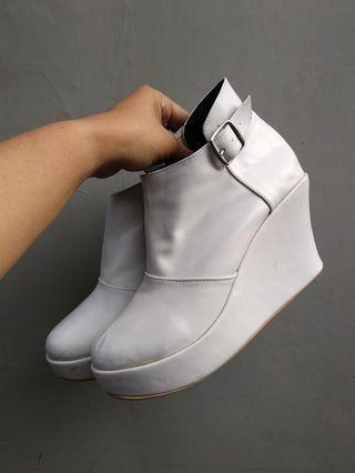 Sepatu wedges boots ex event 1x used ready size 37- 42
