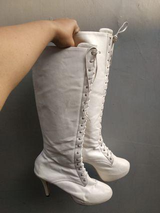 White Boots Sepatu boots ex event 1x used ready size 37- 42