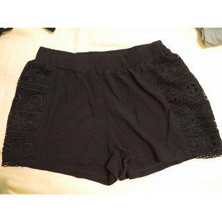 cotton on 黑色側雕花(布蕾絲)短褲/內搭褲/安全褲