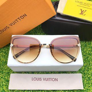 Kacamata hitam anti UV